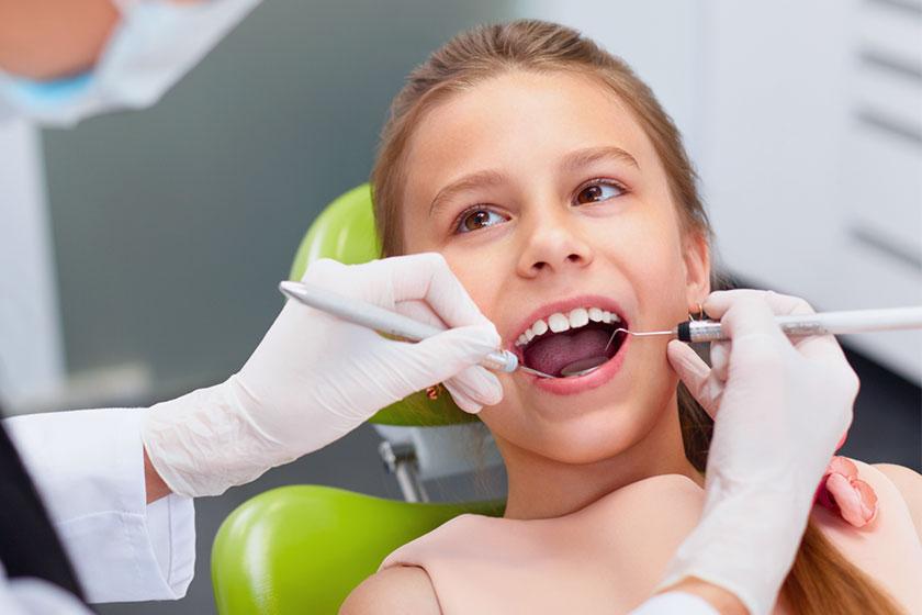 Sigillatura denti molari dei bambini contro la carie.